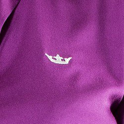 camisa feminina principessa tayla detalhe coroa bordada