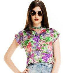 detalhe camisa cropped feminina principessa iohana floral look