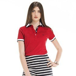 detalhe camisa polo feminina vermelha logo principessa look