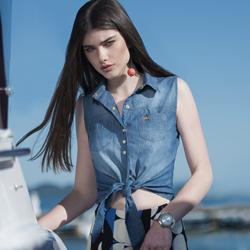 detalhe look foto conceito camisa regata jeans principessa iona