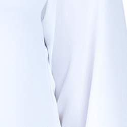 detalhe blusa off white com babado e amarracao feminina principessa joice tecido