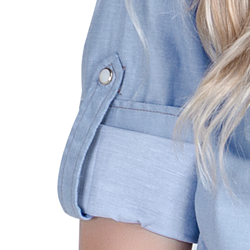 detalhe descricao camisa estilosa jeans claro principessa liane martingale