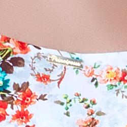 detalhe regata estampa floral placa dourada