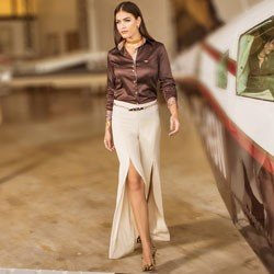 detalhe calca pantalona com fenda bege principessa edith look completo