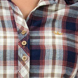 detalhe camisa xadrez feminina principessa clarice logo