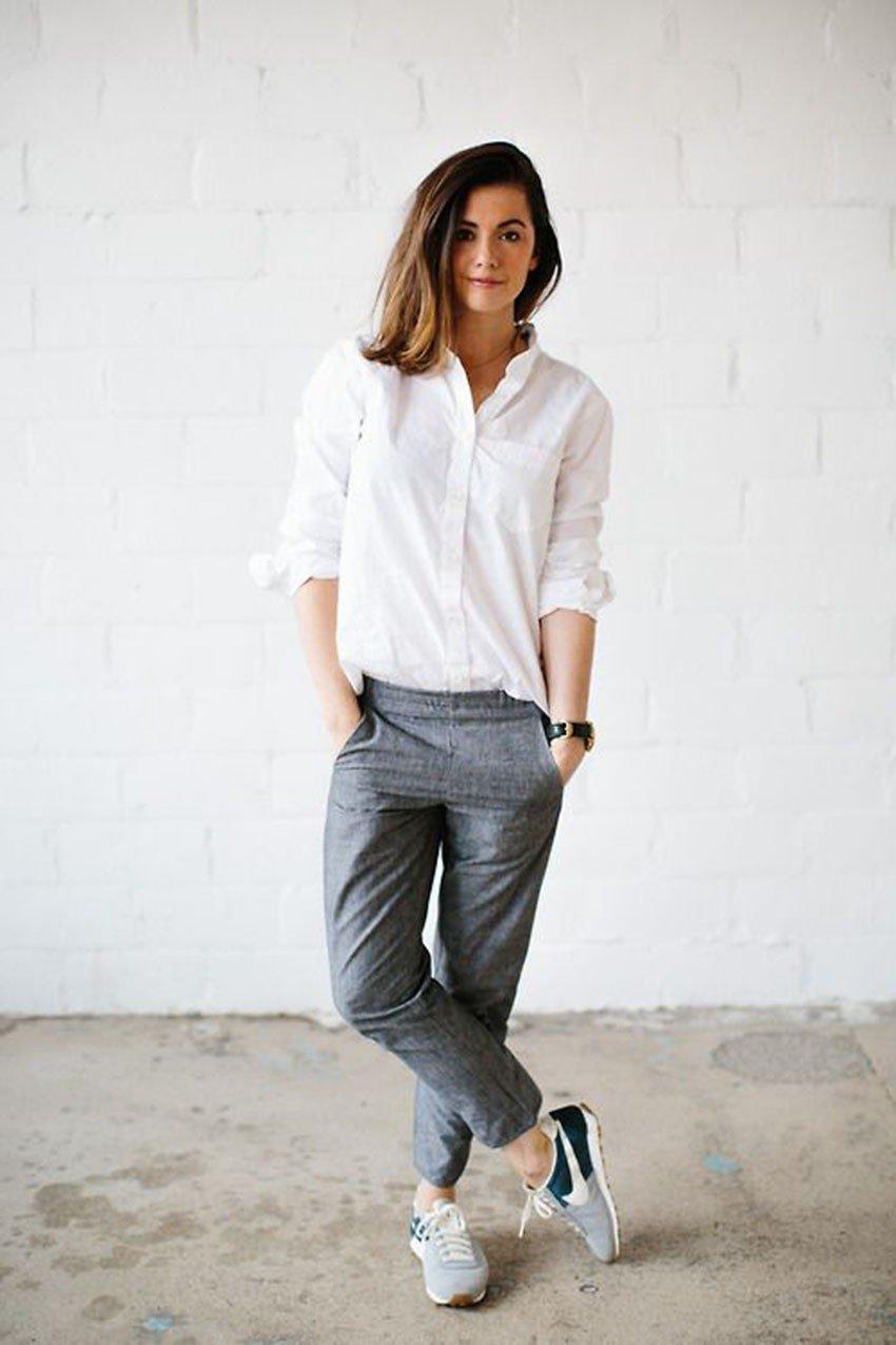 look casual com camisa classica branca e calca jogger