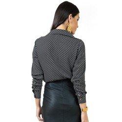 detalhe blusa preta estampada principessa berenice tecido modelagem
