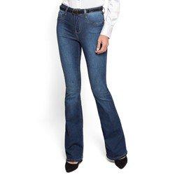 detalhe calca flare jeans claro cintura media denim zero look