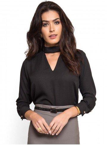 blusa preta gola alta com decote vazado principessa jucilene look
