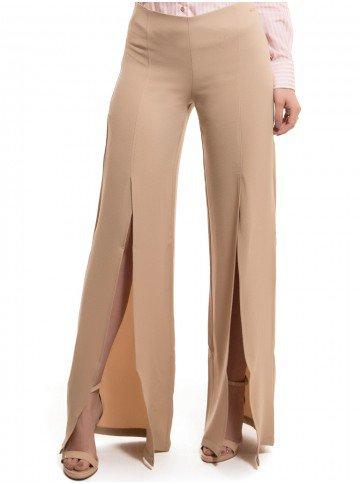 calca pantalona com fenda bege principessa edith placa metal abertura look