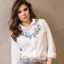detalhe camisa branca feminina com bordado principessa lilian tecido