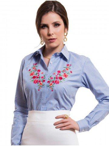 camisa feminina listrada azul bordado floral principessa mirela look