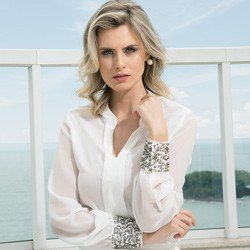 camisa off white com pedraria principessa graciani detalhe modelagem
