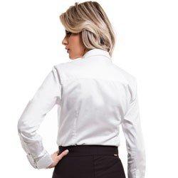 camisa feminina branca com broche principessa allana detalhe modelagem