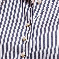 camisa feminina listrada premium principessa luiza detalhe botao perola