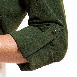 detalhe camisa feminina amarracao verde militar principessa oriana martingale