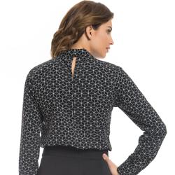 blusa gola choker preta estampada principessa mafalda detalhe modelagem