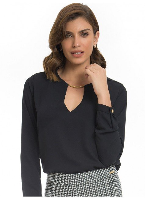 blusa feminina preta decote v principessa ariela look