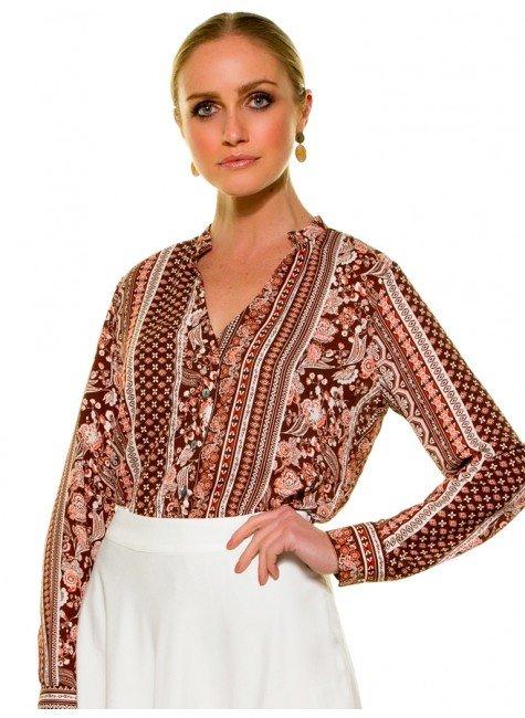 camisa estampada marrom principessa luciana look