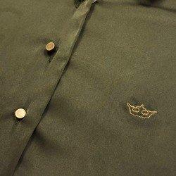 camisa de cetim verde militar principessa daiana detalhe logo