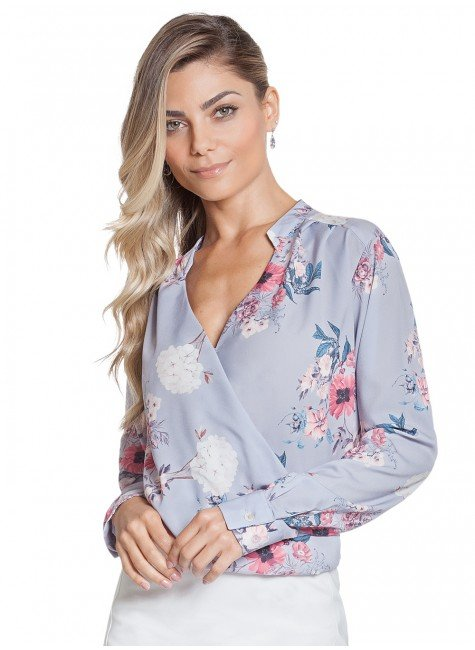 blusa transpassada floral lilas principessa evania look