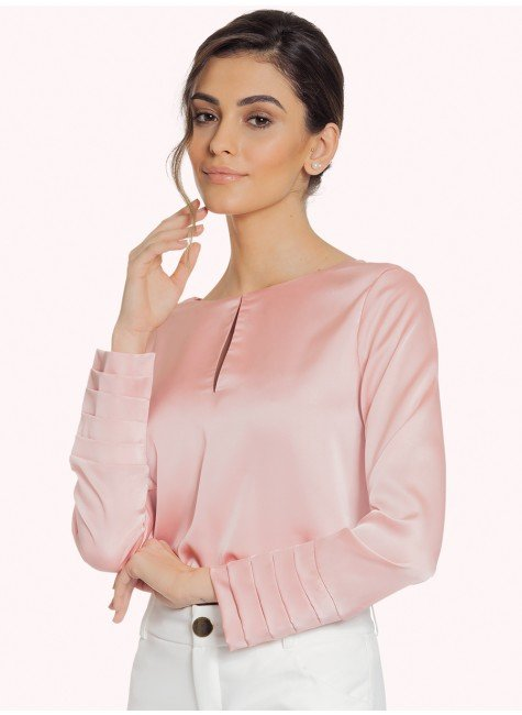 blusa de cetim rose com drapeado principessa silmara fundo rosa