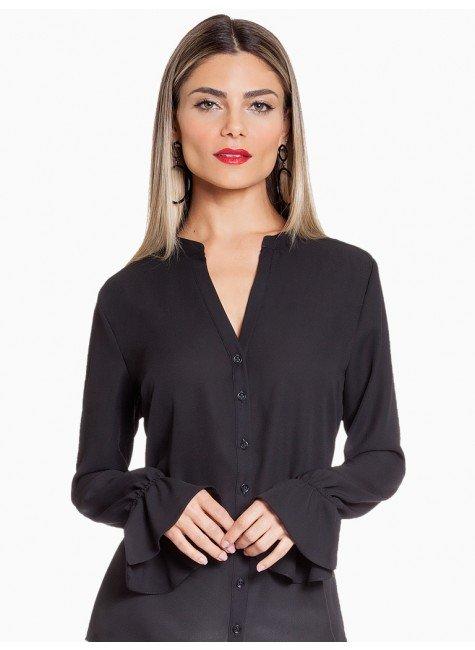 blusa preta drapeado principessa margarida frente fundo