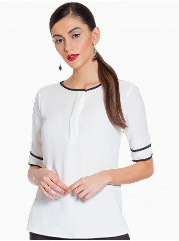 blusa off white principessa doroteia frente fundo