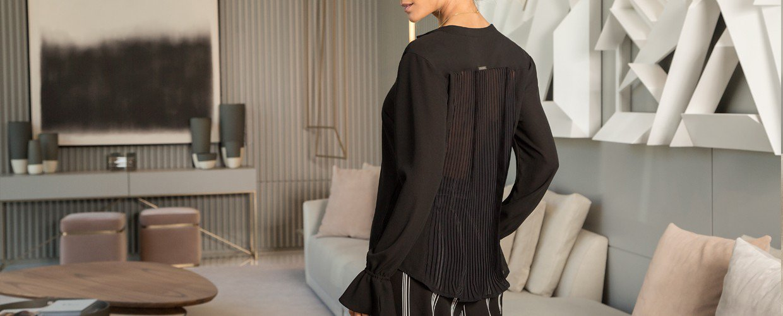 blusa preta drapeado principessa margarida banner costas