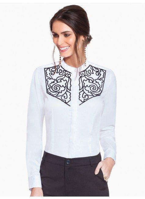 camisa social branca com bordado principessa magda frente