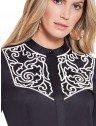 camisa social preta com bordado branco principessa antonieta frente detalhes