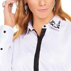 camisa branca com detalhes pretos e bordado na gola principessa lara detalhes