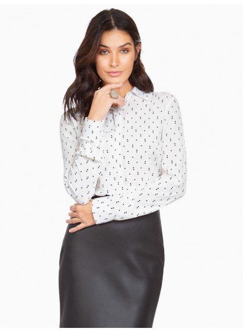 camisa off white estampada principessa cibele frente com fundo