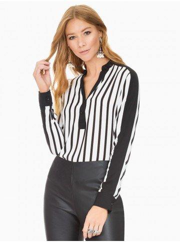 blusa listrada preto e branco principessa elizete frente com fundo