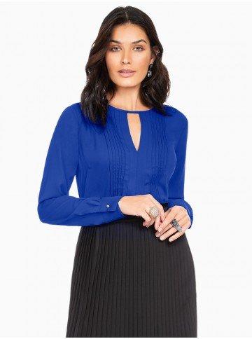 blusa com nervuras azul principessa zafia frente com fundo