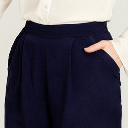shorts de vinho marinho shanaia pregas