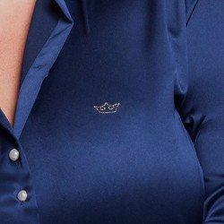 detalhe camisa plus size cetim jussara logo