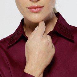 detalhe da gola da camisa principessa premium lydia